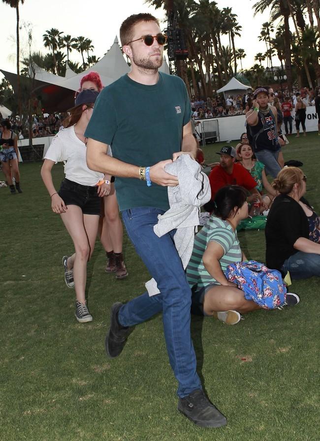 Kristen Stewart et Robert Pattinson s'affichent amoureux au Festival de Coachella le 13 avril 2013
