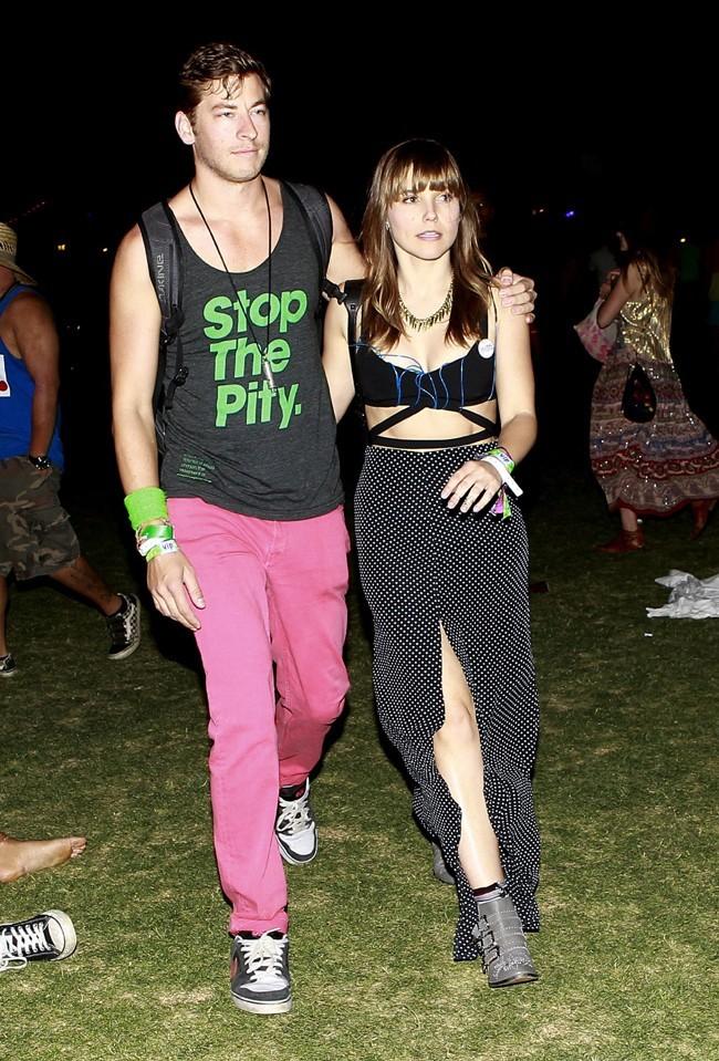 Sophia Bush sexy et en charmante compagnie au Festival de Coachella le 14 avril 2013
