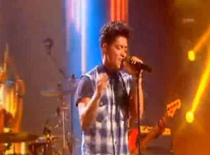 Bruno Mars sur le plateau de X-Factor, le 28 juin 2011.