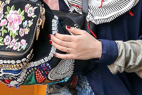 Photos : FKA Twigs : fiancée à Robert Pattinson ?