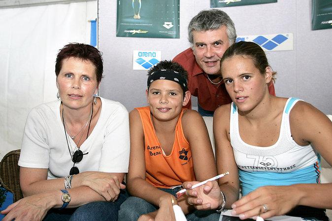 Florent et Laure Manaudou avec leurs parents