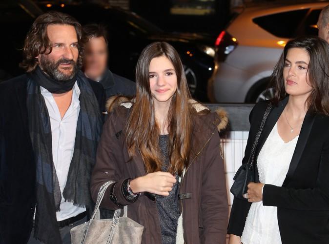Frédéric Beigbeder entouré de sa fille Chloé et de sa fiancée Lara à Paris le 3 février 2014