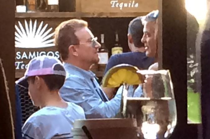 George Clooney : futur marié heureux, il fête ses fiançailles avec sa belle et tous ses amis !