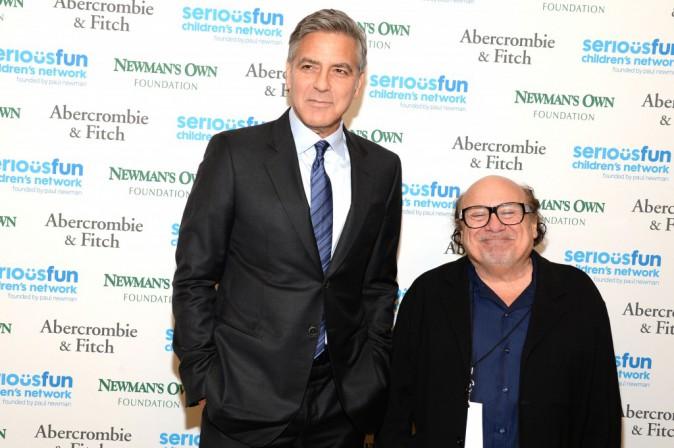 George Clooney et Danny DeVito le 2 mars 2015