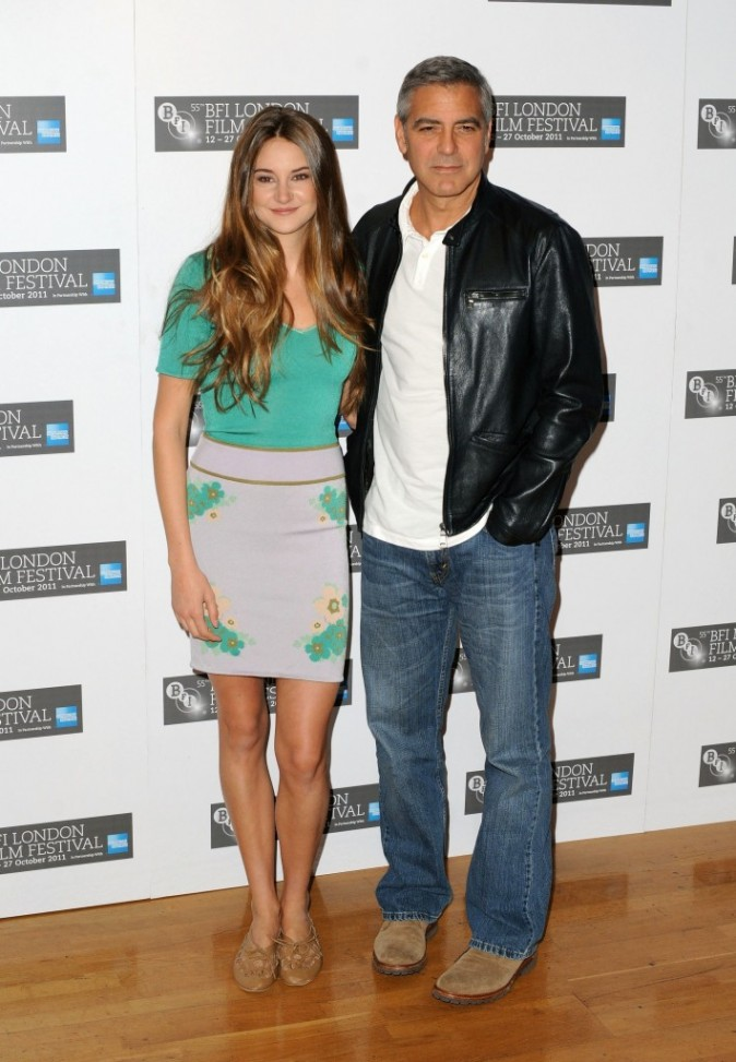 Shailene Woodley et George Clooney lors du photocall du film The Descendants à Londres, le 20 octobre 2011.