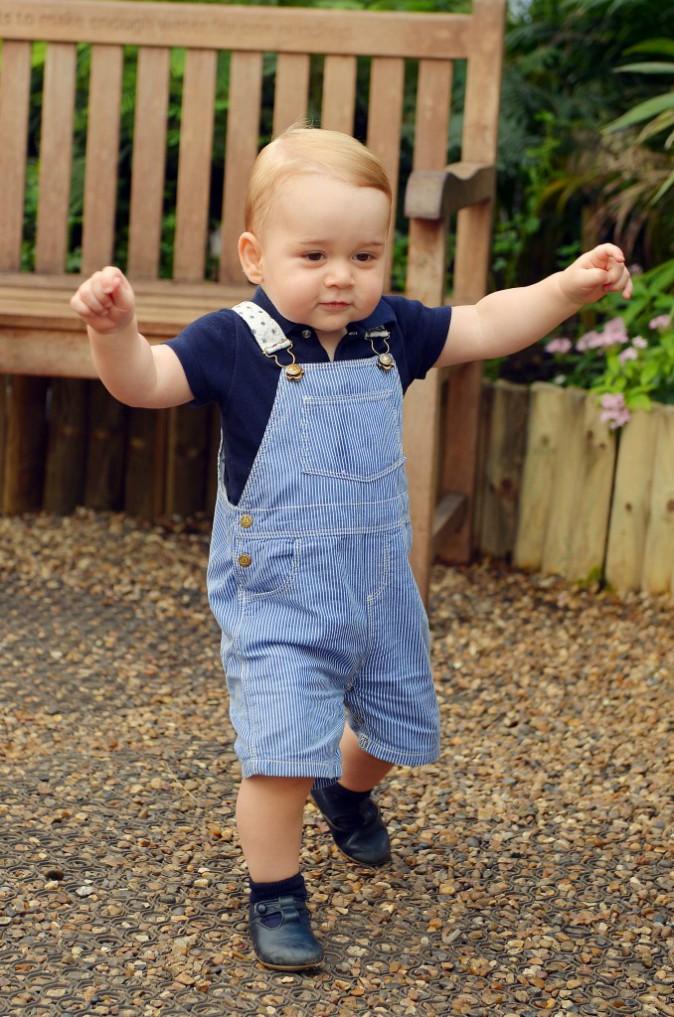 Le prince George et ses premiers pas