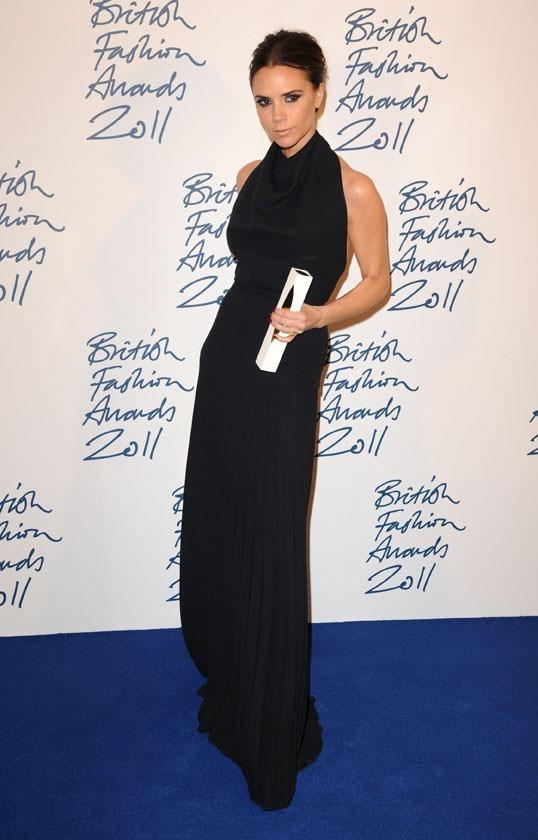Victoria Beckham, sobre dans l'une de ses créations automne 2011