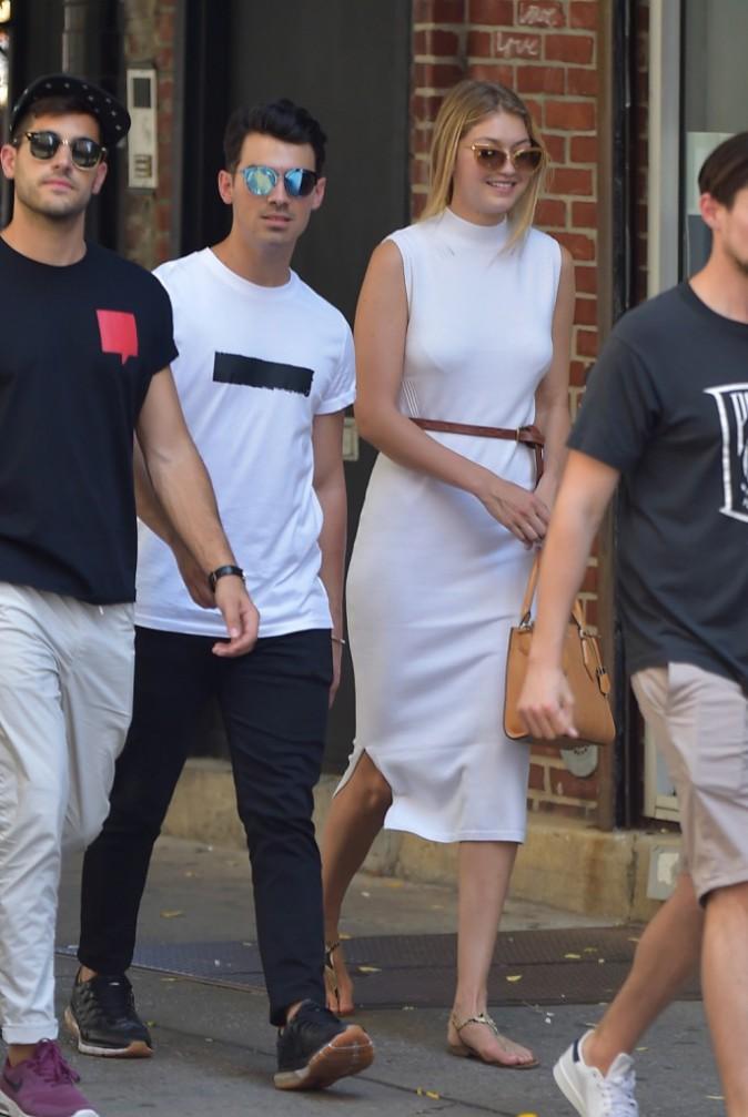 Photos : Gigi Hadid et Joe Jonas : ça se bécote (enfin) !