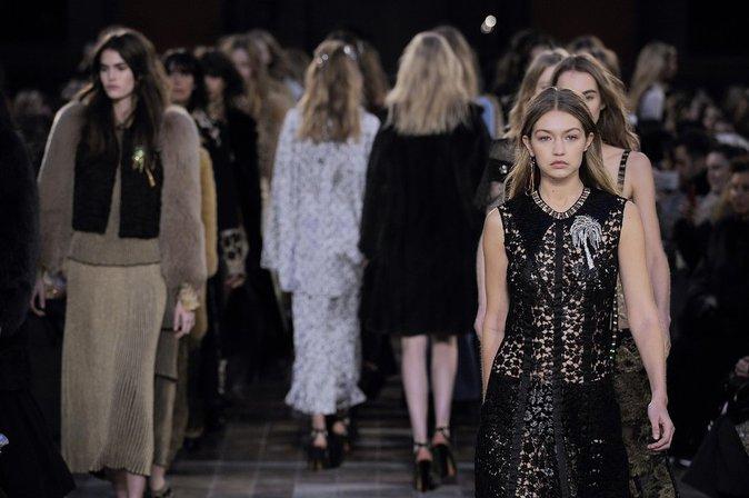 Photos : Gigi Hadid : la force tranquille chez Sonia Rykiel