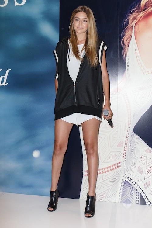 Photos : Gigi Hadid radieuse et sporty chic pour continuer sa tournée Guess !