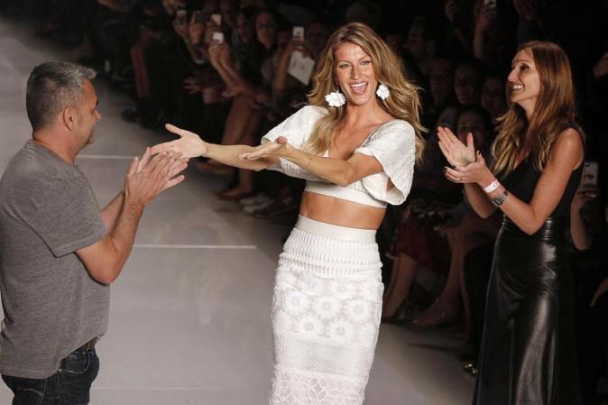 Gisele Bündchen défile pour Colcci à la Fashion Week de Sao Paulo le 2 avril 2014