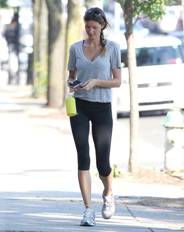 Gisele Bündchen dans les rues de Boston le 21 août 2013