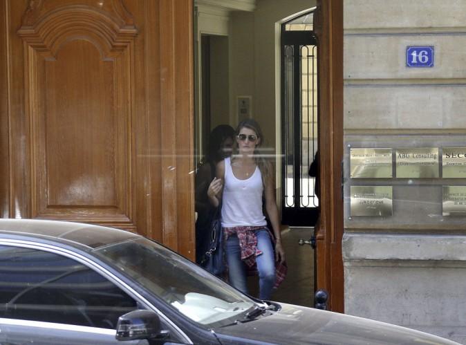 Gisele Bundchen à la sortie d'une clinique de chirurgie esthétique