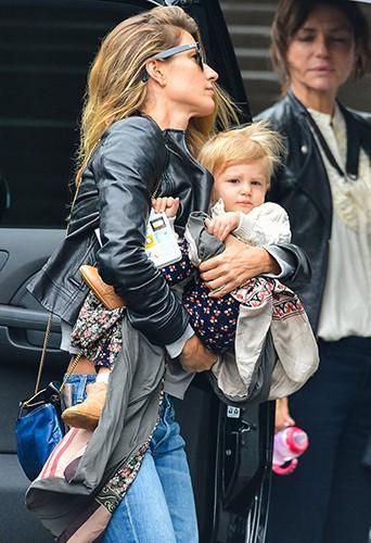 Gisele Bundchen et sa fille Vivian à New York le 28 mai 2014