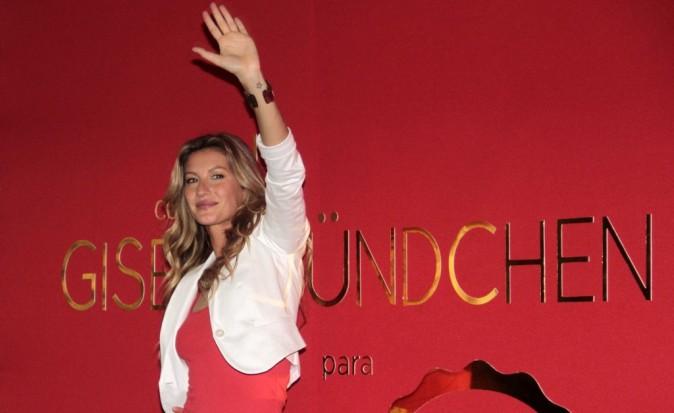 Gisele Bundchen à Sao Paulo pour le lancement de sa troisième ligne de vêtements, le 1er décembre 2011.