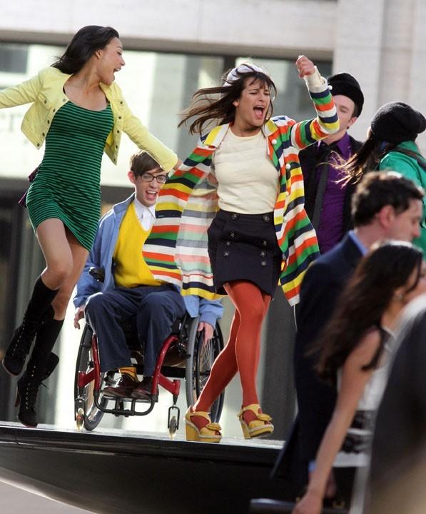 Les acteurs de Glee semblent nous promettre un épisode plein d'énergie !