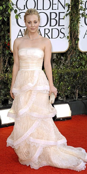 Golden Globes 2011 : le look de Kaley Cuoco