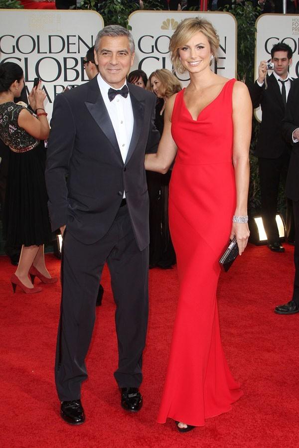 George Clooney et Stacy Keibler sur le tapis rouge des Golden Globes