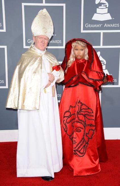 """Nicki Minaj et le """"pape"""" lors de la cérémonie des Grammy Awards à Los Angeles, le 12 février 2012."""