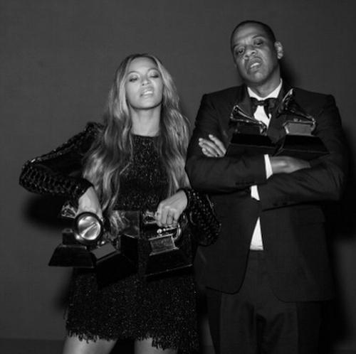Beyoncé et Jay-Z posent avec leurs trophées lors des Grammy's 2015 !