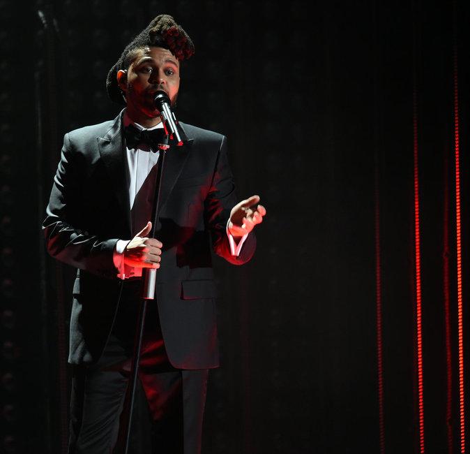 Photos : Grammy Awards 2016 : The Weeknd sacré, Bella Hadid fière de son chéri !