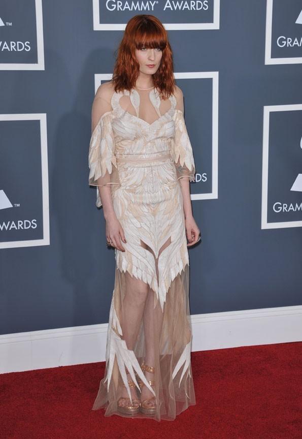 Florence Welsh a misé sur une robe audacieuse
