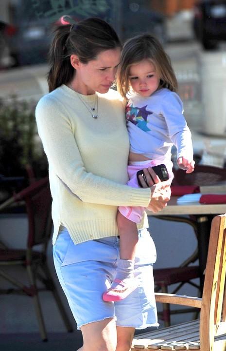 Jennifer Garner s'en fiche de Saint-Trop' tant qu'elle est avec ses petites chéries...