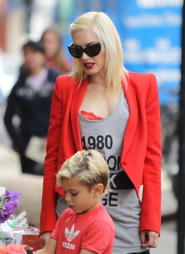 Gwen Stefani, sexy en rouge et...assortie à son fils Zuma !