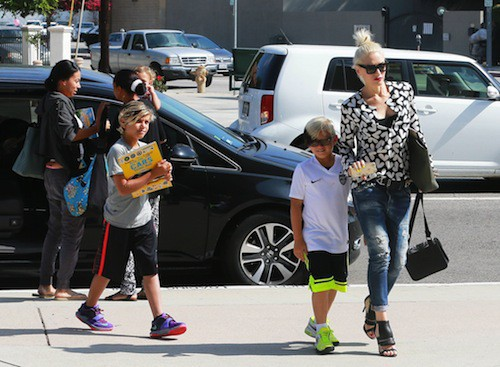 Photos : Gwen Stefani sans son alliance pour un passage à la messe !