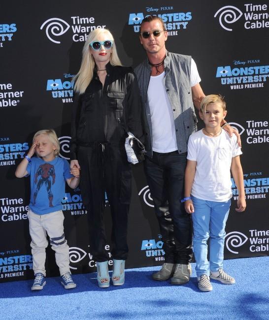 """Gwen Stefani en famille lors de la première du film """"Monsters University"""" à Hollywood, le 17 juin 2013."""