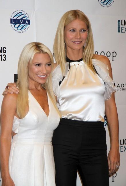 """Gwyneth Paltrow et Tracy Anderson lors de l'Expo """" Licensing 2013"""" à Las Vegas, le 18 juin 2013."""