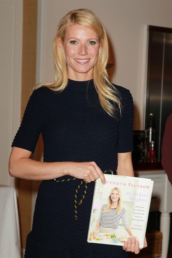Hier, elle présentait son livre de cuisine à New York...