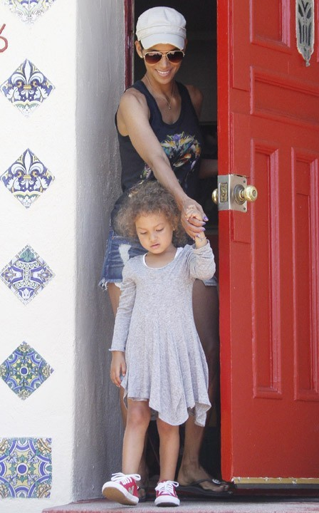 Halle Berry et sa fille Nahla à Beverly Hills, le 25 juillet 2011.
