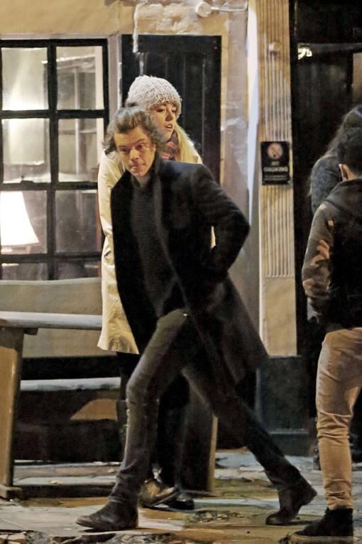 Harry Styles avec ses proches à la sortie d'un pub de Londres le 13 février 2014
