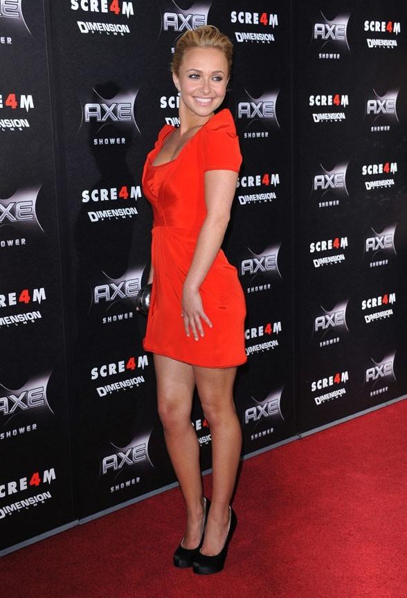 Sexy dans sa robe rouge...le tueur de Scream a dû le remarquer !
