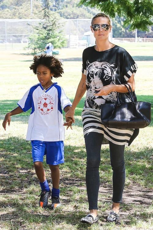 Photos : Heidi Klum : en mode camping et partie de foot avec sa tribu !