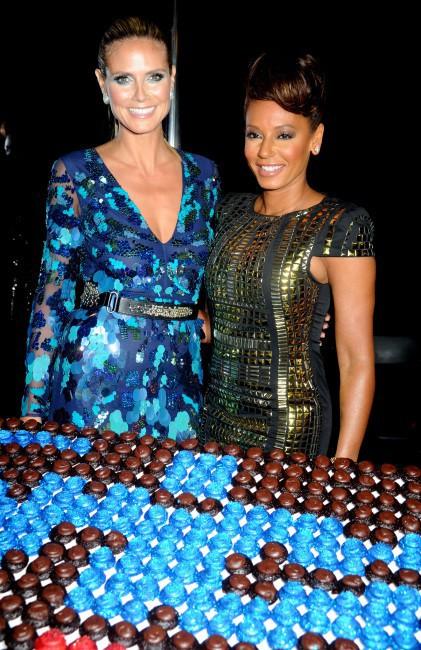 """Heidi Klum et Mel B lors de la soirée """"America's Got Talent Season 8 Pre-Show Red Carpet Event"""" à New York, le 24 juillet 2013."""