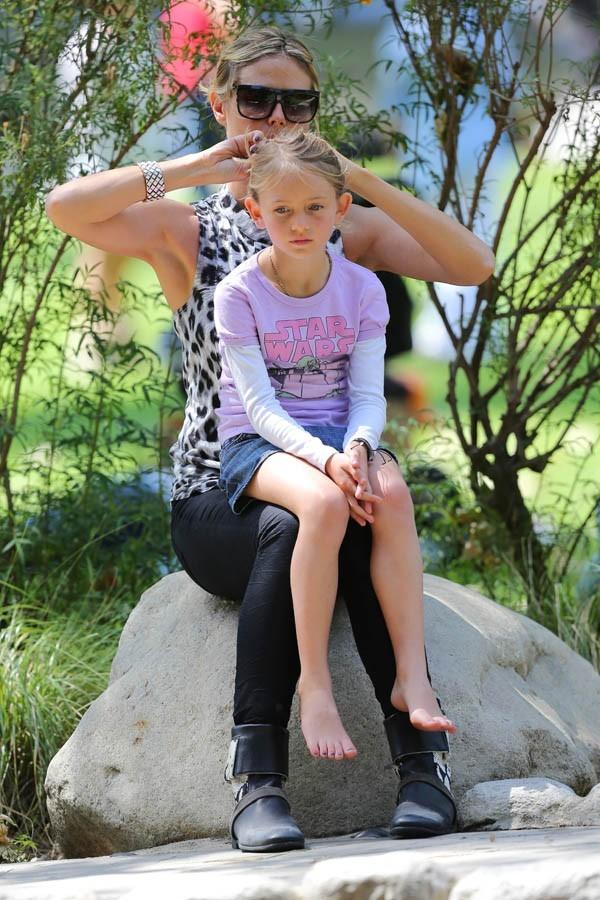 Heidi joue les mamans coiffeuses avec Leni !