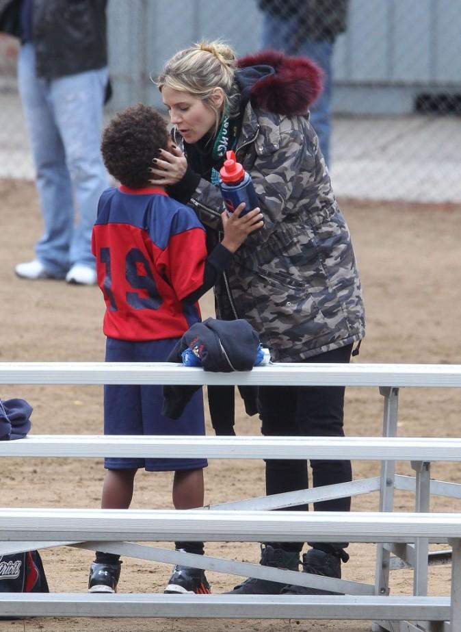 Heidi Klum avec ses enfants à Brentwood le 17 novembre 2012