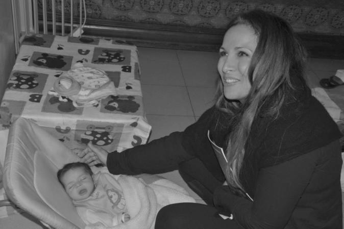 Photos : Hélène Segara rend visite à des orphelins au Maroc !
