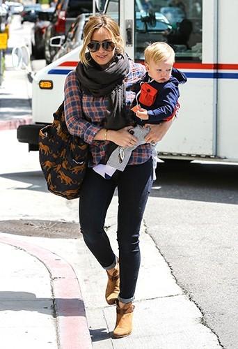 Hilary Duff et son petit Luca à Los Angeles le 7 mai 2013