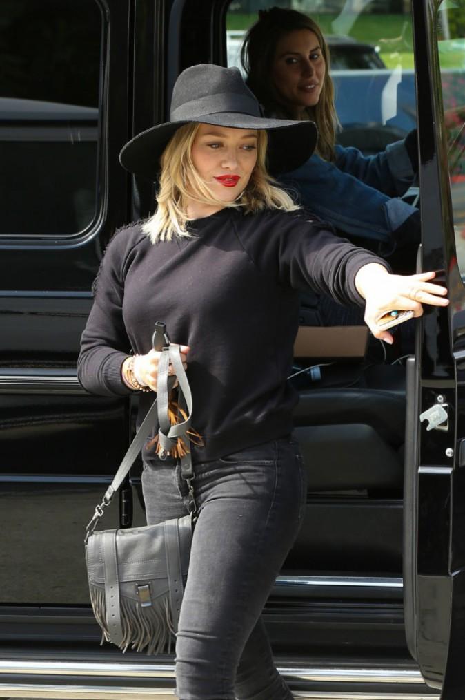 Photos : Hilary Duff : elle voit de nouveau la vie en blond !