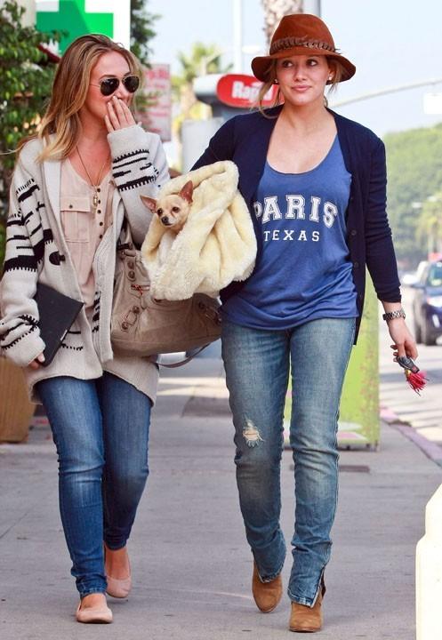 Avec sa soeur Haylie dans les rues de Los Angeles