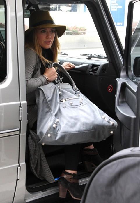 Hilary Duff à l'aéroport de Los Angeles le 15 novembre 2012