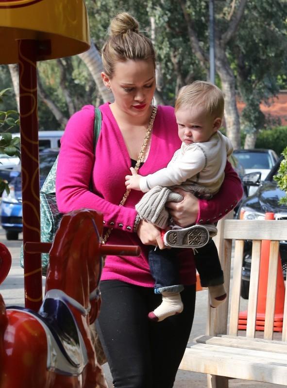 Hilary Duff et son fils Luca, Beverly Hills, 7 février 2013.