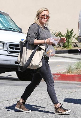 Hilary Duff en famille à Los Angeles le 31 mars 2014