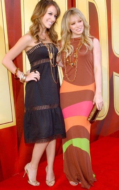 Avec sa soeur aînée, son modèle !