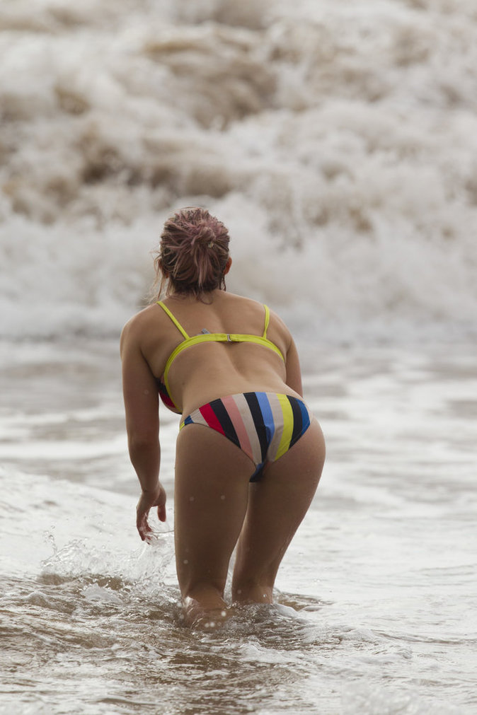 Hilary Duff à la plage