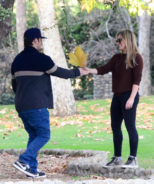 Hilary Duff et son mari Mike Comrie dans un parc de Beverly Hills le 6 janvier 2014
