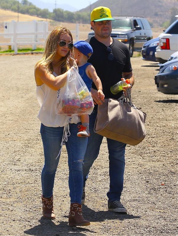 Hilary Duff se rend à la ferme en famille
